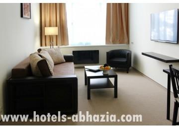 Курортный комплекс «Континент-Гагра» 3-местный 2-комнатный люкс (вид на море)