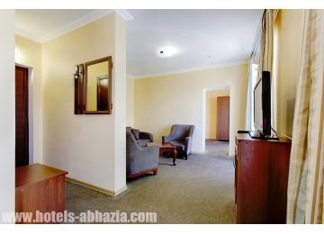 Полулюкс 2-местный 2-комнатный.