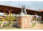 Коттеджи  «ГудаУта», памятник влюбленным ( Гуда и Ута)