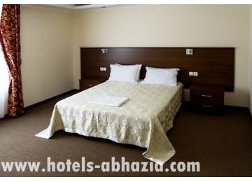 Гостиница «Царская аллея» 2-местный 2-комнатный люкс, вид на аллею/монастырь