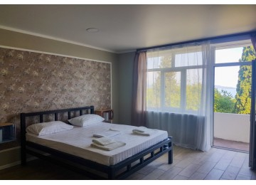 Комфорт 2-местный с двуспальной кроватью, балконом и видом на море