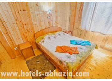 2-местный 2-комнатный коттедж  на берегу моря или в мандариновом саду
